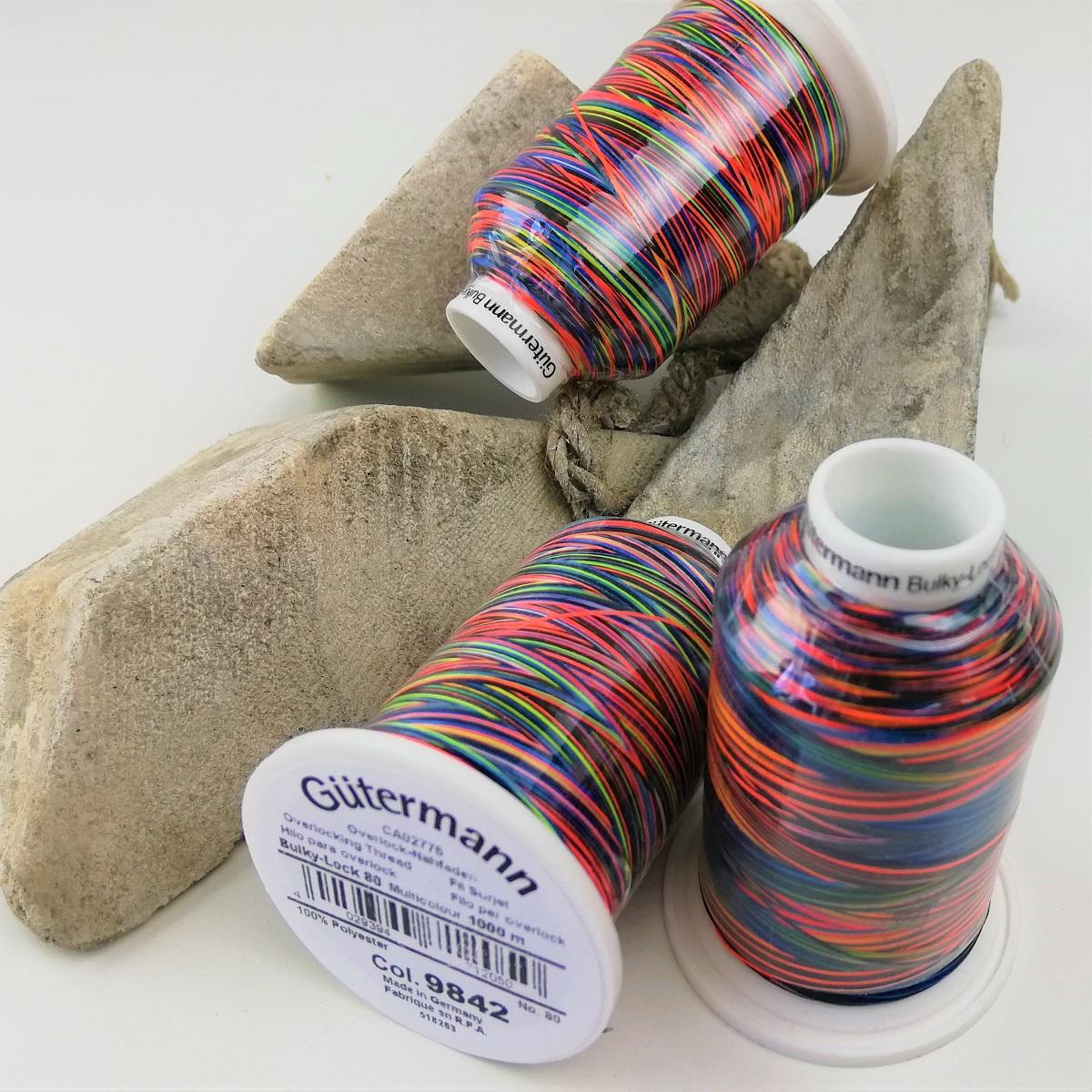 """Gütermann Bauschgarn Bulky-Lock 80 Multicolor """"Rainbow dark"""" 9842, 1000m"""